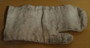 Asbestos glove | © Von LukaszKatlewa - Eigenes Werk, CC BY 3.0, https://commons.wikimedia.org/w/index.php?curid=37259226
