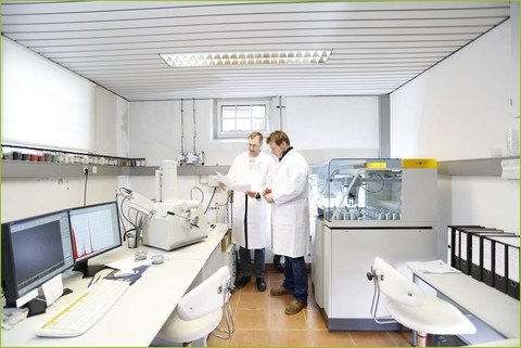 CRB GmbH | Overview laboratory XRF and SEM | © CRB Analyse Service GmbH